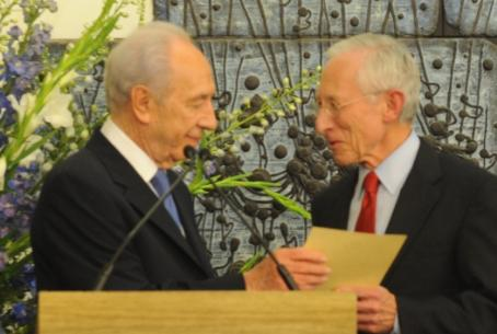 Peres with Fischer at second term ceremony