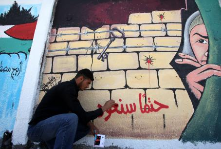 Graffiti artist in Gaza