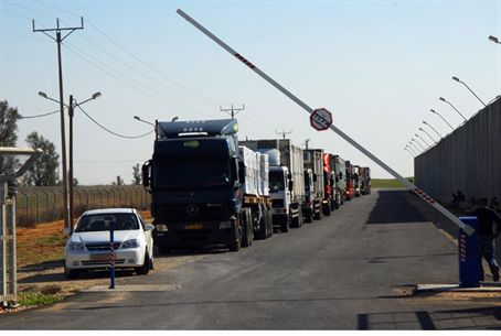 Aid trucks waiting at Kerem Shalom Crossing