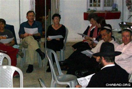 R. Chanoch Gechman teaching Torah in Mumbai