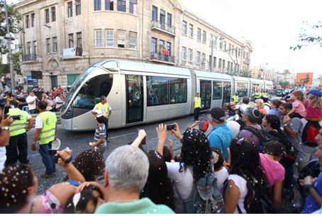Jerusalem's light rail praised by all
