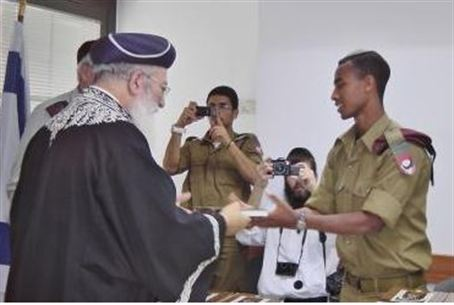 Rabbi Amar with IDF Lone Soldiers