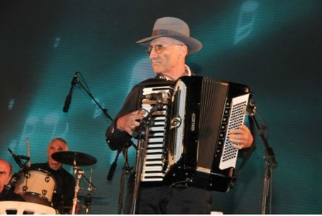 Playing klezmer in Tzefat