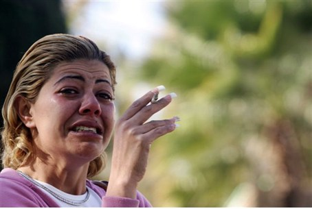 Sderot woman cries after Kassam attack (file)