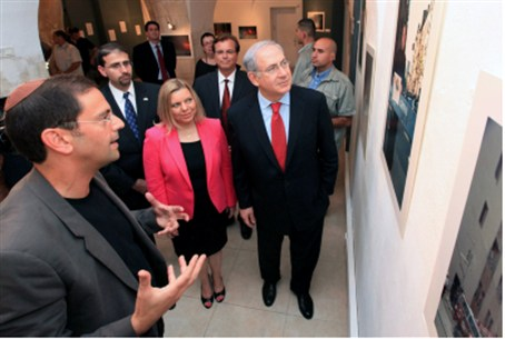 PM Netanyahu, his wife Sarah and photographer