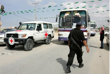 Buses preparing to carry terrorist prisoners