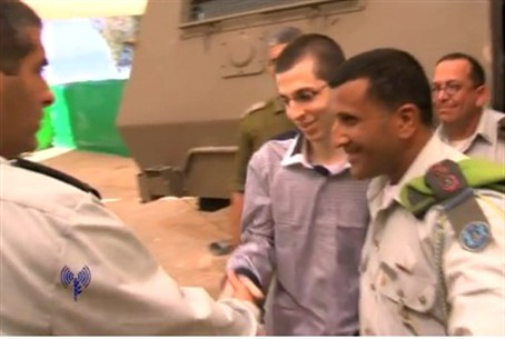 Shalit welcomed by IDF Head Medical Officer