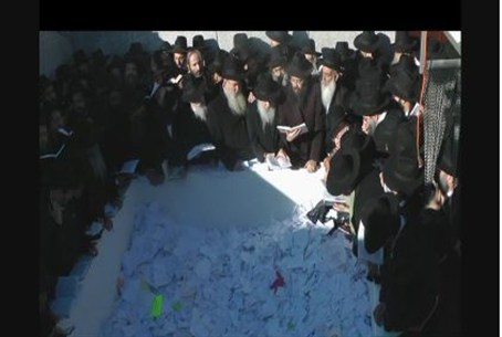 Chabad Rabbis at Rebbe's grave