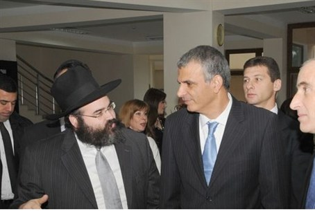 Azerbaijan Rabbi Shneor Segal with Israeli mi