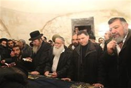 Some 2,000 Jews prayed at Kever Yosef Wednesd
