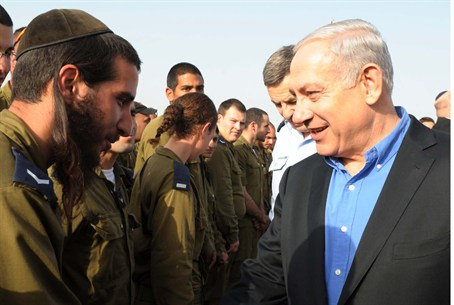 Netanyahu and soldier at Iron Dome
