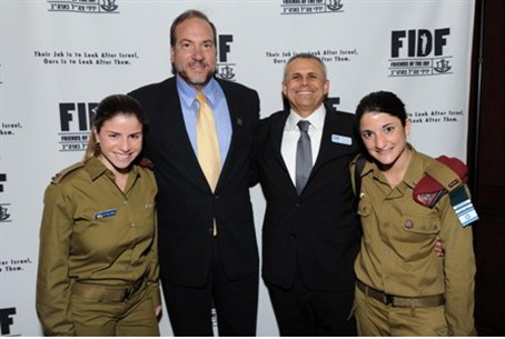 FIDF: IDF soldiers flanked by Rabbi Eckstein