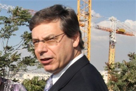 Danny Ayalon at Gilo building site in souther