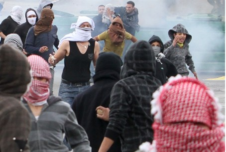 Arab rioters (archive)