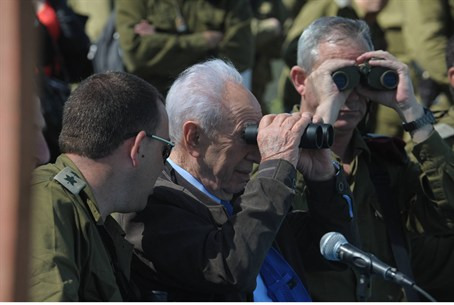 Peres on Israel's northern border