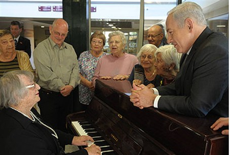 PM Netanyahu meets Holocaust survivors