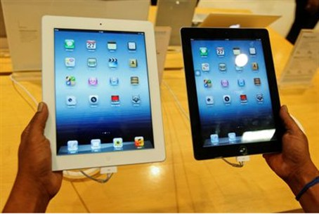 A man inspects the Apple New iPad