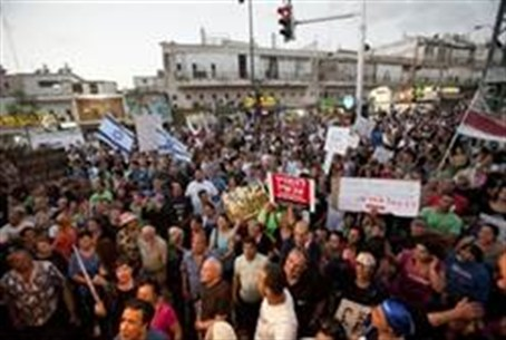 Protesters in Tel Aviv demand police crack do