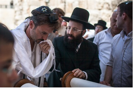 Actor David Arquette, Rabbi S. Rabinowitz