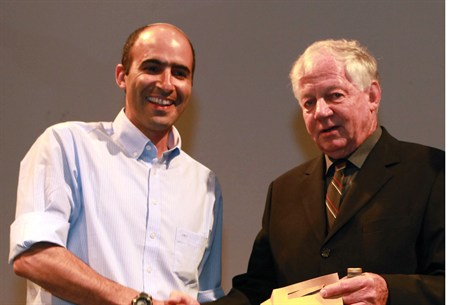 Oz Ben Saadon receives prize for Tura