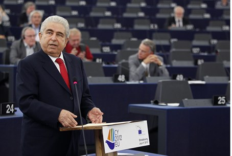 Christofias Doesn't Pack them in