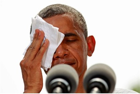 Obama wipes off perspiration at campaign even