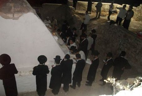 At the tomb of Elazar
