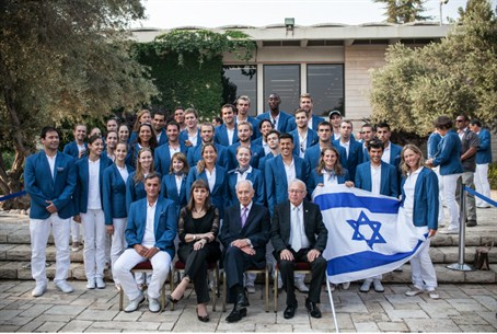 Israel's Olympic team with President Shimon P