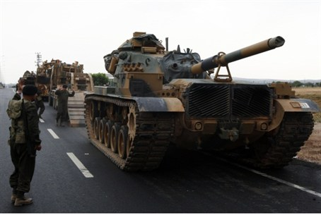 Turkish armor near Syria border