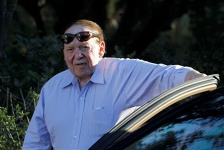 Adelson arrives at an event with Romney in Je