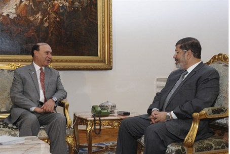 Egypt's President Mohamed Mursi meets with Eg