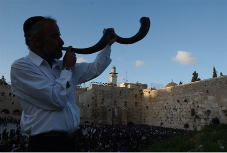 Shofar at the Western Wall