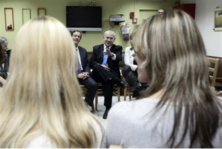 Prime Minister visits a battered women's shel