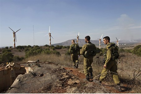 IDF soldiers on Golan Heights near border (file)