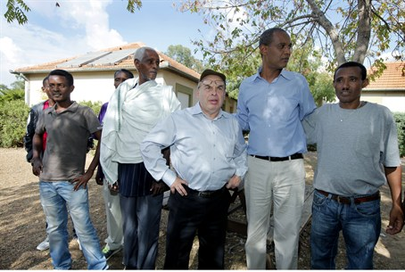 Natan Sharansky with some residents of the Iv
