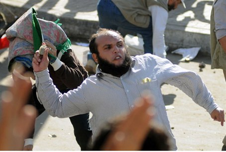 Supporters and opponents of Morsi clash in Al