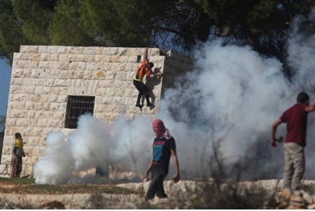 Arab  protester hurls stones at IDF during pr