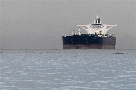"Iranian crude oil supertanker ""Delvar"" is see"
