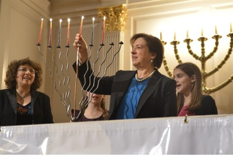 Supreme Court Justice Kagan at synagogue.