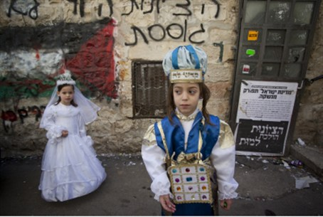 Purim (file) Children not connected to articl