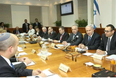 Netanyahu heads the first meeting of the newl