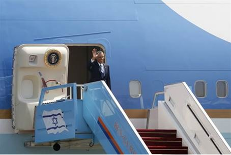 Obama emerges from Air Force One