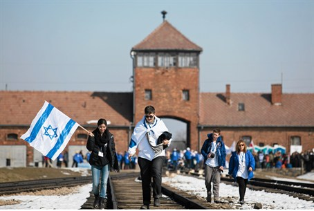 Jews carry Israeli flags at Auschwitz
