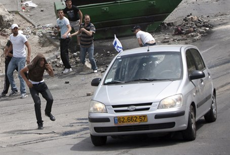 Arabs stoning an Israeli vehicle