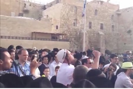 Hareidim protest against 'Women of the Wall'