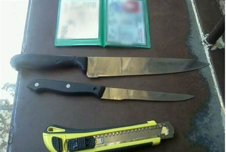 Knives confiscated by Customs