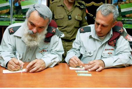 Rabbi Ronsky (left), during his time as IDF C