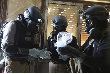 UN Chemical weapons experts inspecting site o