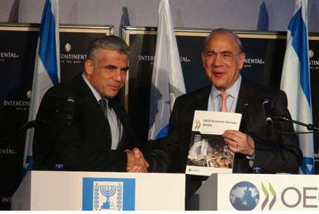 Yair Lapid and Angel Gurria of OECD