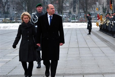 Ya'alon meets German counterpart in Berlin